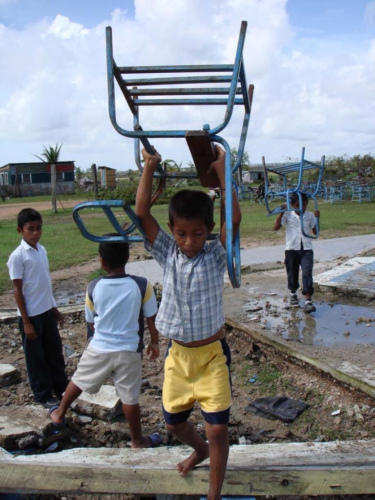 Escuela pública afectada por el Huracán Félix (Nicaragua)