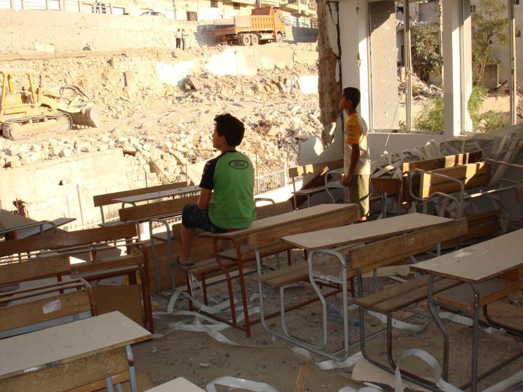 Colegio afectado por los bombardeos en el sur del Líbano