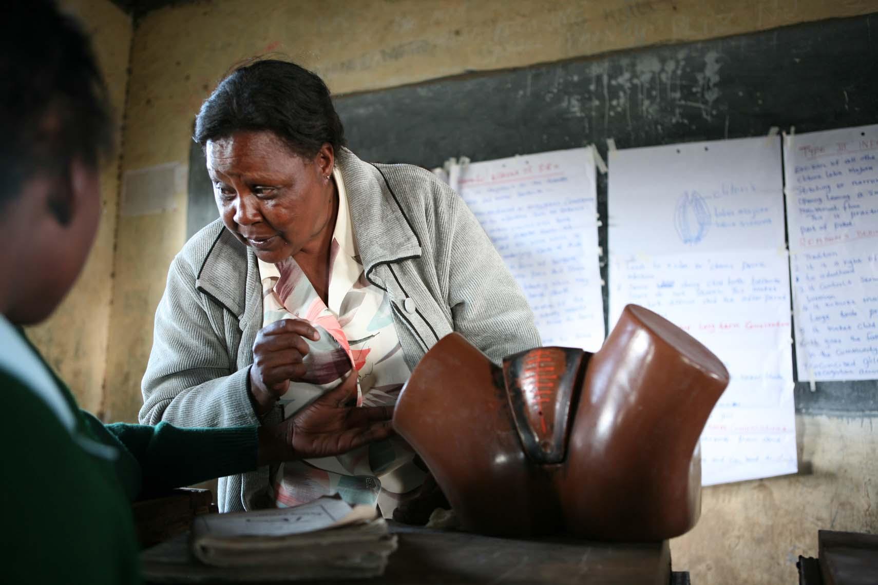 Campañas de sensibilización escolar sobre la Mutilación genital Femenina (Kenia)